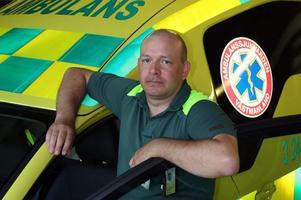 Peter Berg, ambulanssjukvårdare i region Västmanland, skrev under sommaravtalet för att flytta en av sina semesterveckor till hösten för en ersättning på 14 000 kronor.