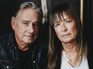 Författarparet Cilla och Rolf Börjlind. Pressbild: Kajsa Göransson.