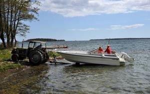 Mycket att tänka på när båten ska sjösättas.Foto Hasse Holmberg / SCANPIX