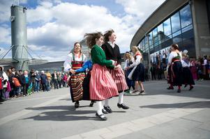 Det blir dans på gator och torg i Falun, men det här är en arkivbild från Dansens dag i Borlänge.