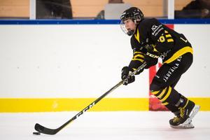 Lisa Johansson har i likhet med hela AIK fått en sen start på säsongen. Hon är en av få svenska spelare som helt själv kan förändra förutsättningarna under en match. Oförutsägbar och avig när det krävs en förändring. Oerhört viktig för AIK. Bild: Dennis Ylikangas/Bildbyrån