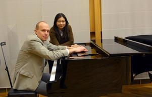 Den 16 april är Johan Fröst pianosolist med Nordiska Kammarorkestern och Shi-Yeon Sung - enligt ett musikmagasin en av världens hetaste kvinnliga dirigenter.