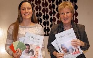 Ulrika Tackerudh och Birgitta Hägg har skrivit sin första bok inom ramen för projektet Connexion som de ska marknadsföra på Bokmässan.FOTO: KERSTIN ERIKSSON