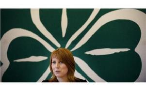 Annie Lööf framför centerns fyrklöversymbol.foto: jessica gow/scanpix