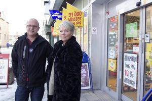 Erik Lindecrantz och Majsan Jonsson har båda en bakgrund inom bussbranschen. Den 30 december tar de över Spel på direkten i Bollnäs.
