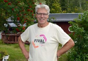 Håkan Lesser är i pensionsåldern men tänker fortsätta köra buss så länge man vill ha hans tjänster.