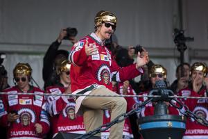 Jonatan Sigalet firade SM-guldet med Frölunda för några veckor sedan. Foto: Daniel Stiller / Bildbyrån
