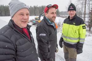 Byn Nyby öster om Lit gick samman och anlitade Jonas Karlsson att röja bort all sly i byn. På bilden syns Jan Bolin och till höger Per Ericsson.