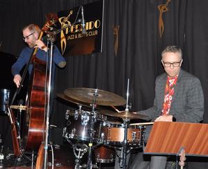 Svante Söderqvist på kontrabasen och Peter Danemo på trummor i
