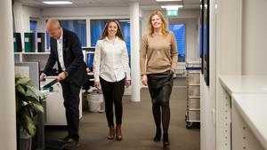 På kontoret i Västerås arbetar 40 personer, Linnea Scheid, Christina Hegg och Mikael Lagerberg, försäljningschef, är tre av dem.