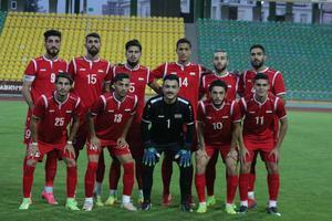 Här poserar Khalil (övre raden, fjärde från vänster) med sina syriska lagkamrater inför en av matcherna.