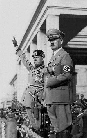 Benito Mussolini och Adolf Hitler tillsammans 1936. Foto: Istituto Luce