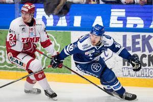 Andreas Molinder, TImrå, och Matt Carey i Leksand under grundseriematchen för en dryg vecka sedan. Foto: Daniel Eriksson/Bildbyrån.