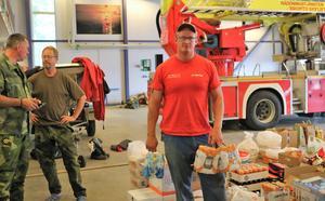 Joakim Svensson var en av frivilliga som kommit till brandstationen i Sveg för att erbjuda sin hjälp.