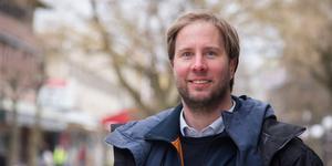 Han har klättrat snabbt på karriärstegen som sportchef både på TT och Radiosporten, men siktar inte högre just nu. – Jag trivs med det jag gör, säger Jakob Sillén.