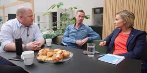 KD-ledaren Ebba Busch Thor i samtal med GD:s chefredaktör Anders Ingvarsson och reportern Johan Järvestad.