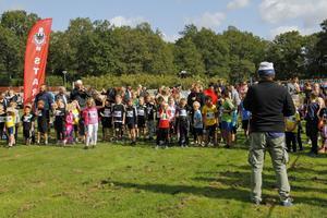 De unga deltagarna i Lilla Lasse-Majaloppet väntade ivrigt på startsignalen.