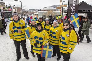 Svenska fans från Höga kusten. Sommarkompisar på Vinterfest och skidskytte-VM.