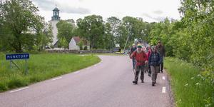 17 personer valde att gå tillsammans på Krsiti himmelsfärds dagen. Med start vid Munktorps kyrka. Svante Eriksson, med sin vandringsstav och Ewa Svanström tog täten.