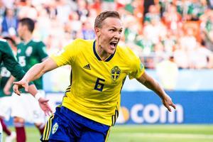 Ludwig Augustinsson jublar efter sitt mål mot Mexiko. Bild: Joel Marklund/TT.