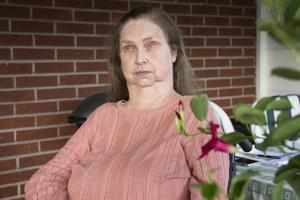 I et brev till kommunen vädjade Jeanette Eling till politikerna att fortsatt låta henne åka arbetsresor med färdtjänst till en billigare penning. Men hon pratade för döva öron.