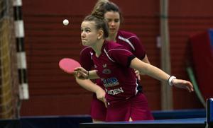 Hannah Holgersson fick även förtroendet att spela i dubbelmatchen tillsammans med  Arina Singeorzan. Där blev det dock stryk för Junoparet i söndagens match.