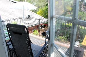 På morgnarna kan de gå rakt ut på balkongen och ta en espresso.