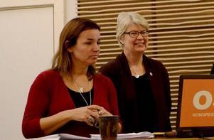 Socialdemokraterna Anna-Caren Sätherberg och Ann-Marie Johansson förvånas över att de blå-gröna slår sig för bröstet när det gäller utjämningssystemet. Foto: Jonas Solberger