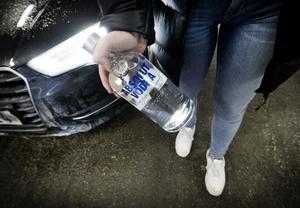 För 200 spänn för en 75:a sprit, det vanliga priset hos Vodkabilen - fast oftast är det importsprit.
