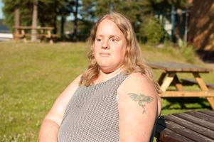 Helena Fridlund strider för rätten till  ledsagning.
