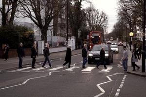 – Crossroad är ju den berömda Abbey Road som vi lyckades komma över helskinnade på lunchen när vi jobbade i studion, säger Matts Danielsson.