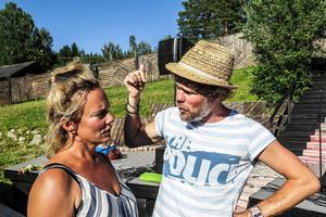 Makarna Karl Seldahl och Kajsa Linderholm regisserar och projektleder Dunderklumpen i Döda fallet.