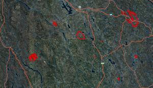 Foto: Lantmäteriet. Vid en översiktligare vy kan man se flera av de branddrabbade områdena markerade med rött. Trängslet är nere till vänster och Kårböle uppe till höger på kartan.