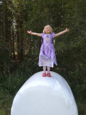 Nike – prinsessan på bal. Foto: Jonas Lindström