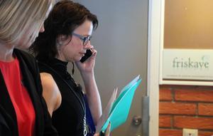 Ånge kommuns näringslivsansvarige Annelie Axelsson  förberedde sig på uppdraget att leda festens programpunkter.