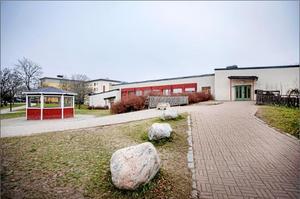 Kick Leijnse anser att Örebro kommun bör reagera på att Al-Azharskolan måste stänga.