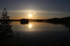Ljungandalsvägen, Borgsjön med solnedgång, Erikslunds station.
