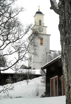Kyrkan på Bodabacken syns vida omkring. Och nu har den fått
