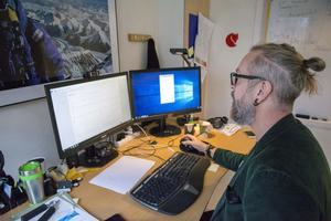 – Jag fick mycket mer information än vad jag kunde drömma om, säger Måns Lööf. På skärmen syns bara ett ID-nummer för patienterna, vilket gör att exempelvis tidningens utsända kan fotografera skärmen.