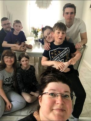 Jennie med sin stora familj.
