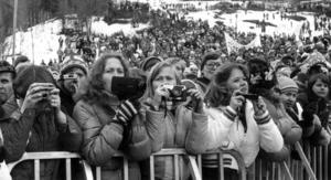 Med Instamatic-kamerorna i högsta hugg väntade fansen på Ingemar Stenmark. Foto: ÖP:s arkiv