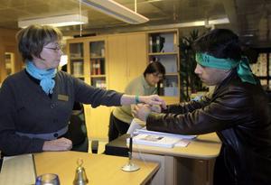 Den gröna färgen kräver demokrati, förklarade Jamshid Chavoosi för Solveig Müller och Eva Berglund på CUL.