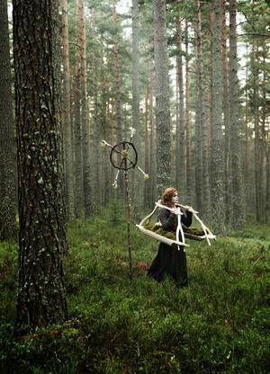 Utställningen Skapartagna – att slöjda för det okända har sitt ursprung i Dalateaterns föreställning Bergtagna.Foto: Per Eriksson