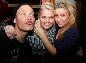 Konrad. Skåningen, Madeleine och Karolin