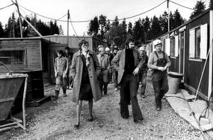 Året 1975. Gertrud Sigurdsen var på besök i Västerås. Hon var då biståndsminister. Kommunstyrelsens ordförande Åke Hillman var ombudsman då samt huvudskyddsombudet Gunnar Israelsson.