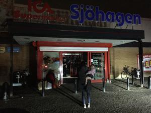 Ica- Sjöhagen har stängt tillfälligt under avbrottet.