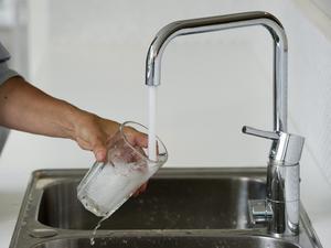 På grund av ett planerat arbete på dricksvattenledningen natten till fredag kan göra vattnet missfärgat då arbetet pågår och en stund efter.