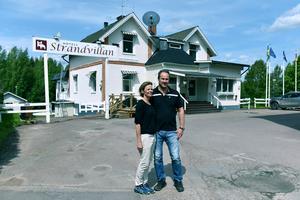 Tidningen träffade paret en månad efter att de tagit över nycklarna.