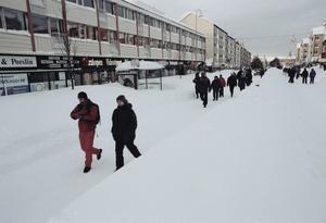 På tisdagen blev det väderomslag. Det kalla vädret byttes till blidväder. All privat bilkörning var fortfarande förbjuden i centrala Gävle. E:4a och järnvägen öppnades igen.