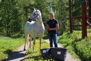 Wilma Martinsson belönades på SM i Ung Företagsamhet  för sin produkt Warm bucket.  Där plockade hon hem tre guld för årets kreativa, årets tillväxt och årets vara.